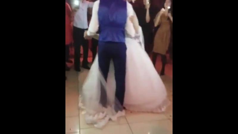 наш первый белый танец