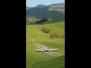 Agricultura de Precisão Brasil Operação de reabastecimento de uma aeronave de pulverização na Nova Zelândia reparem no campo
