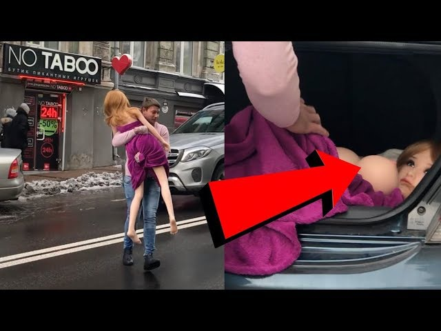 Палево! Мужик с силиконовой куклой в центре города нарывается на полицию