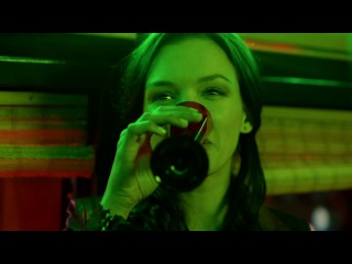 Саранча: Артём знакомится с друзьями Леры из сериала Саранча смотреть бесплатно...