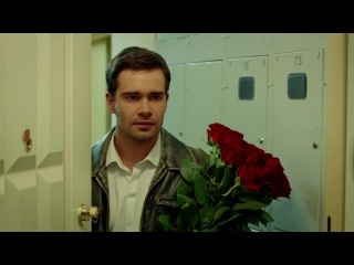 Саранча: Артём приходит к Лере домой в день рождения из сериала Саранча смотреть...