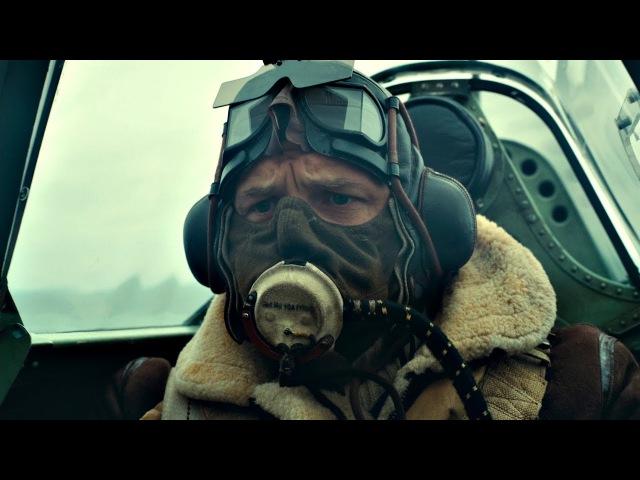 Пилот Фэрриер (Том Харди) сбивает вражеский самолёт. Дюнкерк. 2017