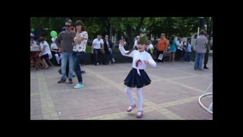 Танцую вальс на площади на 9 мая