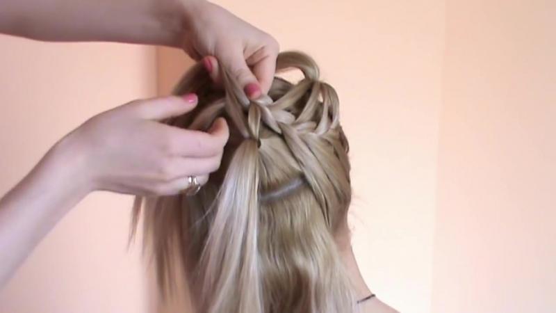 Причёска из косичек в виде двух цветков