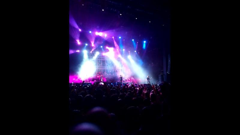 Papa Roach 13.06.2017 Думал звук будет гуано, а нет, даже слова разобрать можно :D