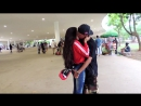 COMO BEIJAR GAROTAS DESCONHECIDAS COM 5 CENTAVOS APENAS KISSING GIRLS