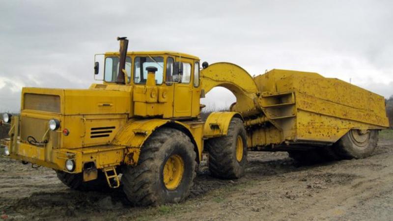 Трактора К-700А, Прицепными скреперами.