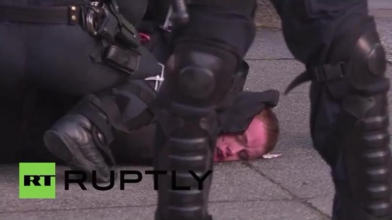 Leipzig Schwere Zusammenstöße bei Demonstration gegen Rechte Polizei hält Ruptly vom Filmen ab