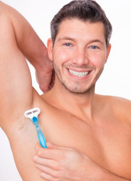 Некоторые мужчины могут удалить волосы из подмышек, чтобы предотвратить запах тела из-за пота.