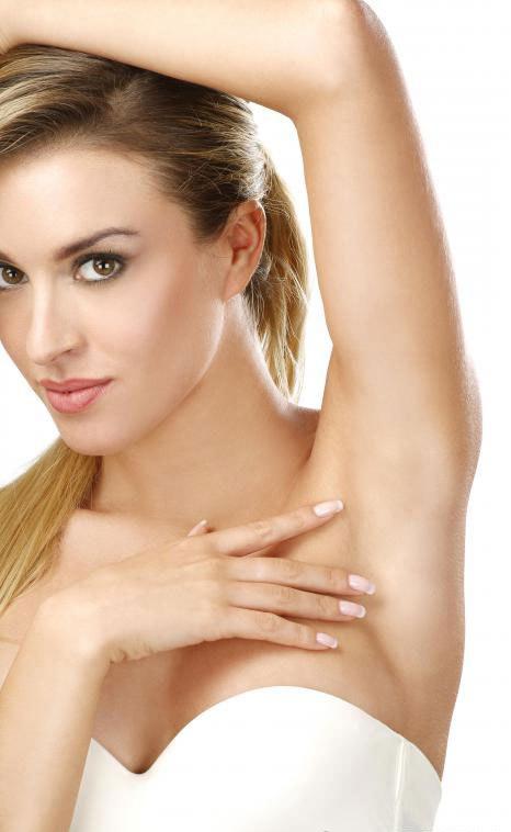 Лазерное лечение может постоянно удалять волосы подмышки без риска появления вросших волос.