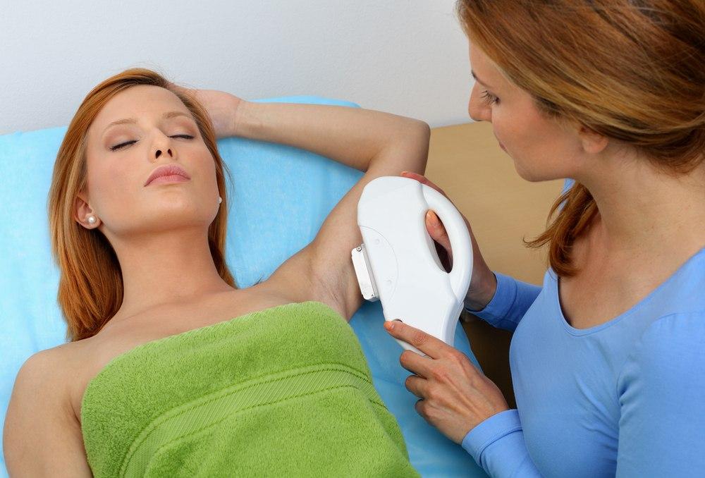 Преимущества и недостатки лазерного удаления подмышечных волос
