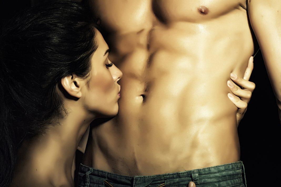 Открытки, картинки парень целует девушку в живот
