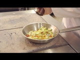 Как приготовить омлет с курицей?