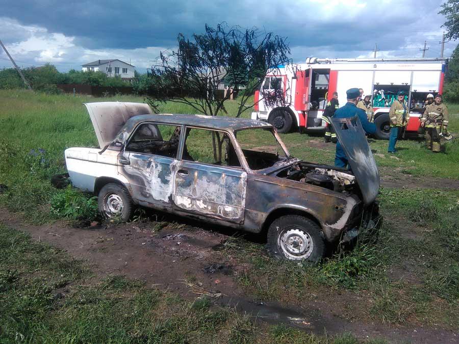 Дети сожгли под Курском ВАЗовскую «шестёрку»