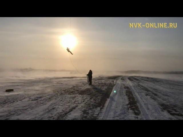 Якутские спасатели отработали навыки беспарашютного десантирования с вертолет...