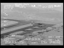 Наблюдаемый косический корабль с военного черного вертолета ВВС США в инфракрасном режиме