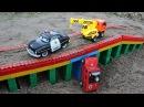 Полицейская машина Макс и Кран Рома спасают машинку упавшую с моста Мультик из и...