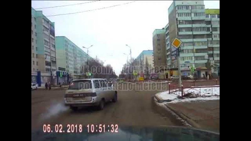 Подрезал на перекрестке.Мелеуз ул. Ленина