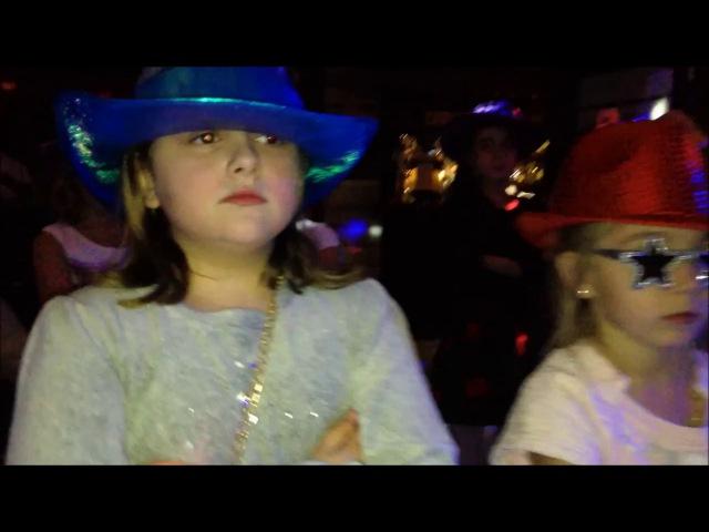 Дети Танцуют под ТаетЛед