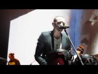 Linkin park chester  brad play drum!!