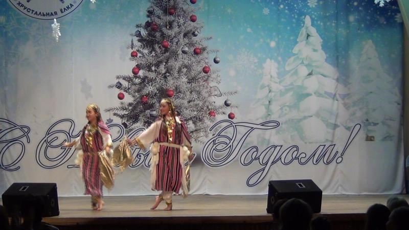 Танец девочек-подростков из Туниса