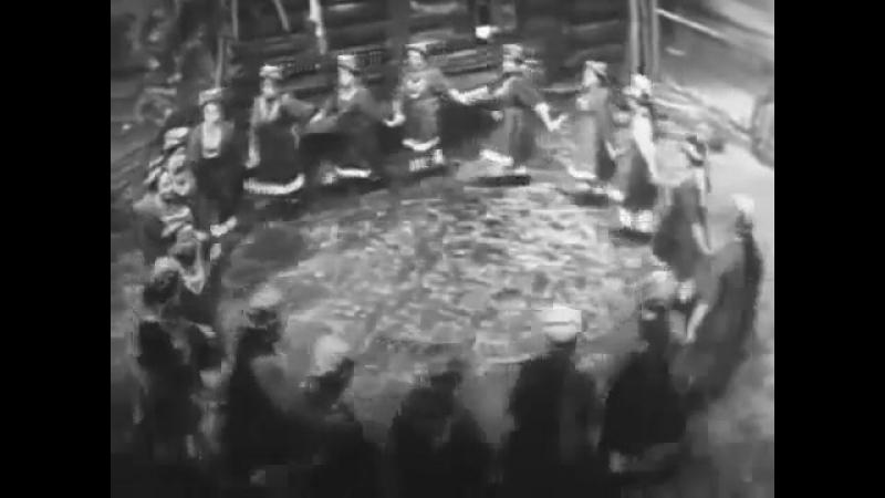 Читинская обл., Красночикойский р-н, с. Малоархангельск. Хоровод Ой, узоры. 1970 г.