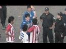 Футболист удален за то, что бросил собаку на забор в Аргентине