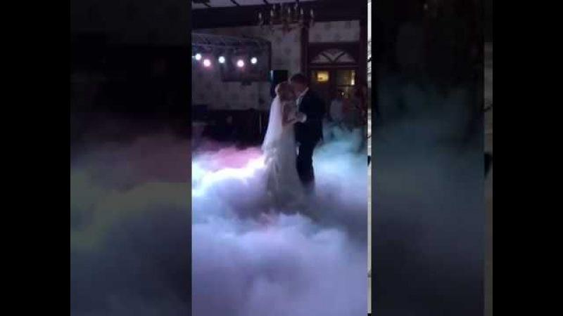 Надзвичайно ніжний перший танець! Наречені Володимир та Наталя