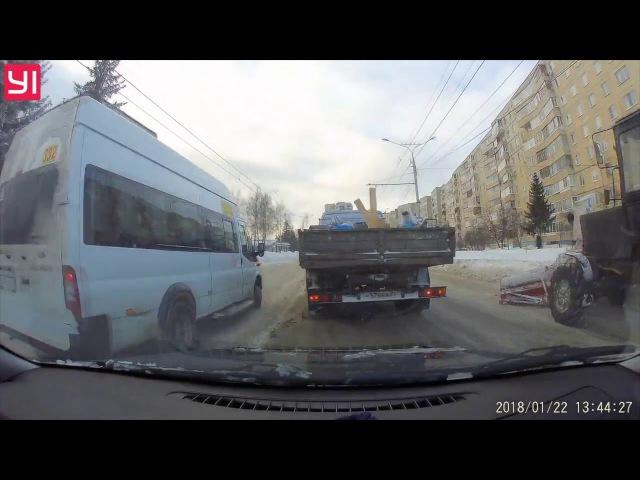 Совсем ошалевший маршрутчик на улице Мичмана Павлова