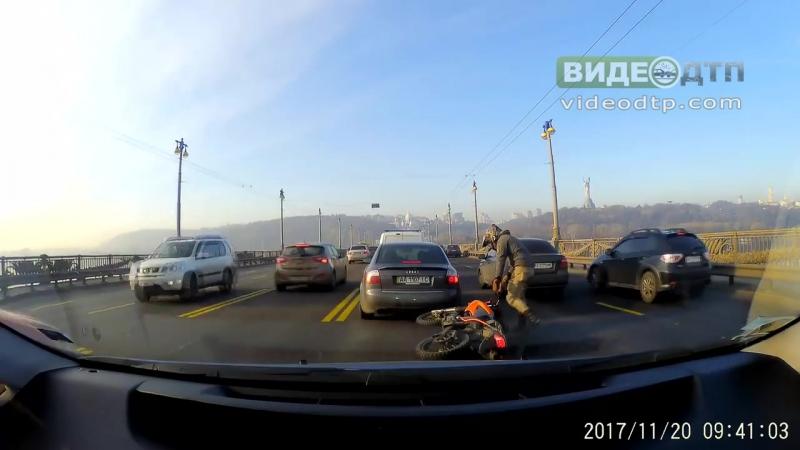 ДТП 20 11 2017 мост патона, ауди и мотоцикл | ДТП авария