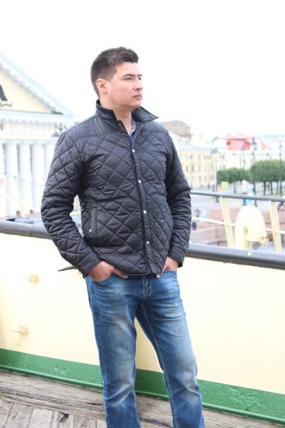 Антон Хусаинов