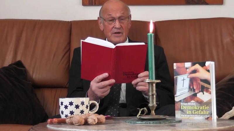 Holger Strohm liest aus dem ersten Kapitel Die wahren Herrscher aus seinem neuen Buch Demokratie in Gefahr