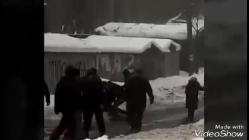 Відео нападу тітушками на нардепа-свободівця Юрій Левченко, який захищав майно громади від мародерства та знищення.