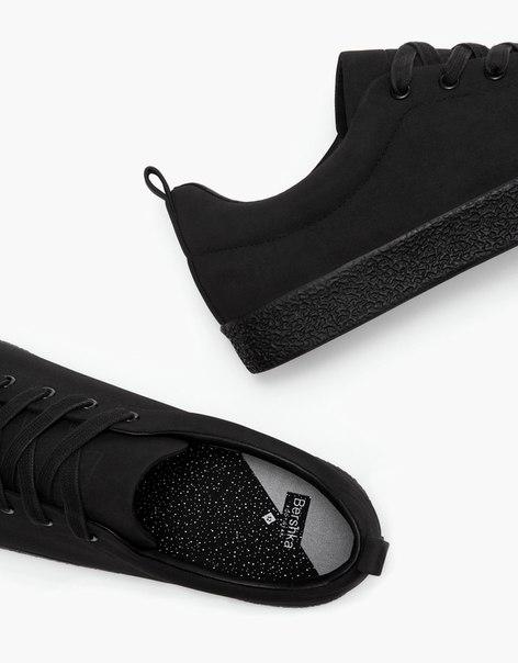 Мужские кроссовки черного цвета с рельефной подошвой