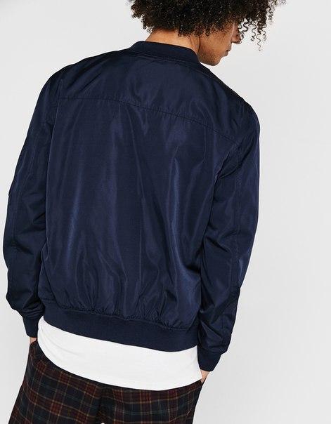 Тонкая куртка-бомбер