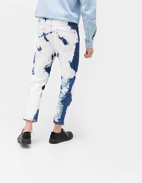 Укороченные джинсы облегающего кроя с эффектом потертости