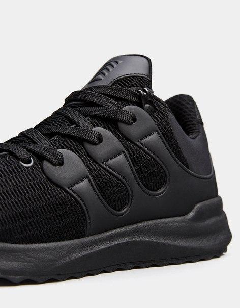 Мужские кроссовки с сетчатыми деталями и резиновой деталью на носке
