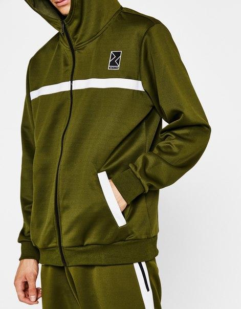 Спортивная куртка из высокотехнологичной ткани с капюшоном