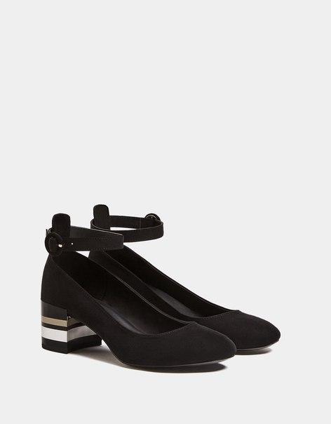 Туфли на среднем каблуке с блестящей отделкой и ремешком на щиколотке