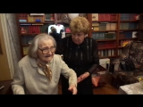 Бабушка благословляет молодых Светлану и Максима