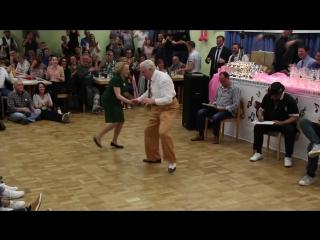 Ветераны танцевального турнира порвали танцпол