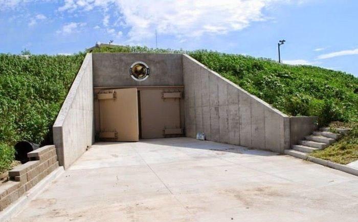 Комфортабельное бомбоубежище в 15 подземных этажей
