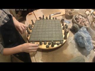 Занятие в гончарной мастерской ClayAge. Лепим шахматы. Черные начинают и выигрывают)