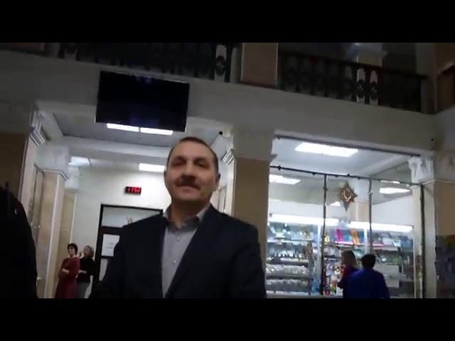 Юрист и член облизбиркома Антона Долгих диалог с охраной в ожидании полиции