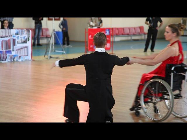 Dansuri sportive-de gala in carucior in Moldova.Бальные танцы с инвалидами.