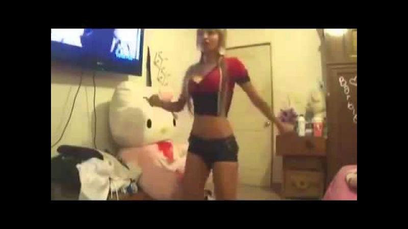 Rubia bailando [Hoy de Farruko ft. Daddy Yankee]