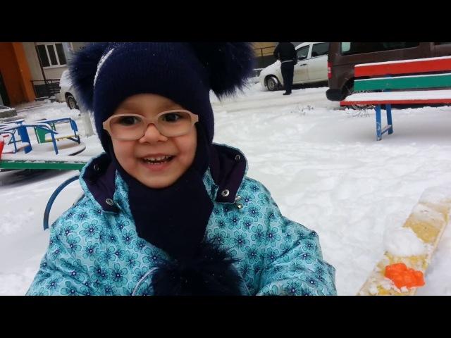 ⭐ VLOG Lera TV Лерочка играет со снегом! Принцессы Аврора, Рапунцель и Золушка!