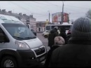 Драка маршрутчиков на Комсомолькой площади в Челябинске