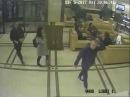 Разыскиваются два парня и девушка, которым кассир выдала на 2700 белорусских рубл ...