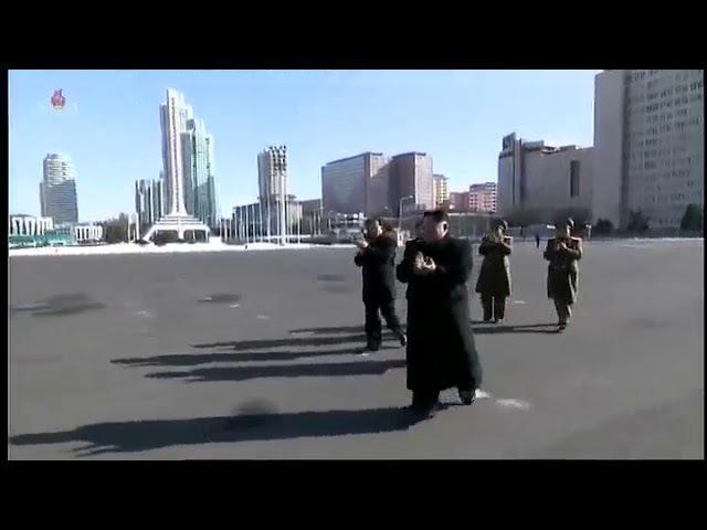경애하는 최고령도자 김정은동지께서 제8차 군수공업대회 참가자들과 함께 기념사진을 찍으시였다
